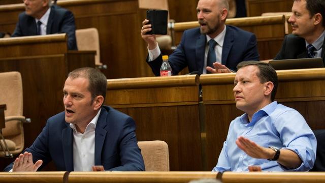 Na snímke vľavo šéf hnutia OĽaNO-NOVA Igor Matovič, vpravo poslanec NR SR Daniel Lipšic (OĽaNO-NOVA)