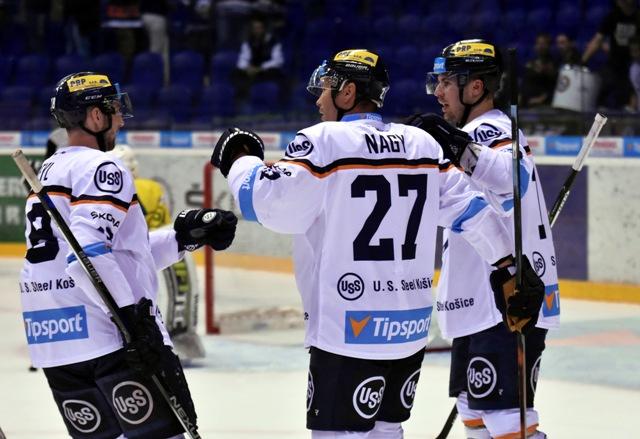 Na snímke uprostred Ladislav Nagy z HC Košíc sa teší  zo streleného gólu v 7. kole hokejovej Tipsport Ligy HC Košice - MsHK DOXXbet Žilina