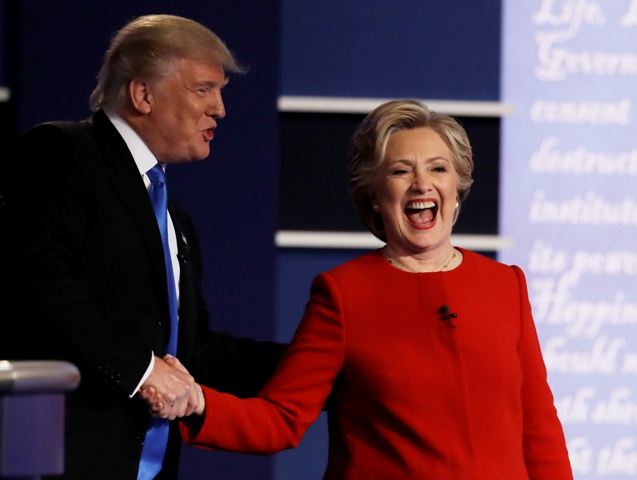 Na snímke kandidáti na prezidenta USA -  demokratka Hillary Clintonová a republikán Donald Trump (vľavo)