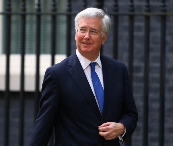 Na snímke britský minister obrany Michael Fallon