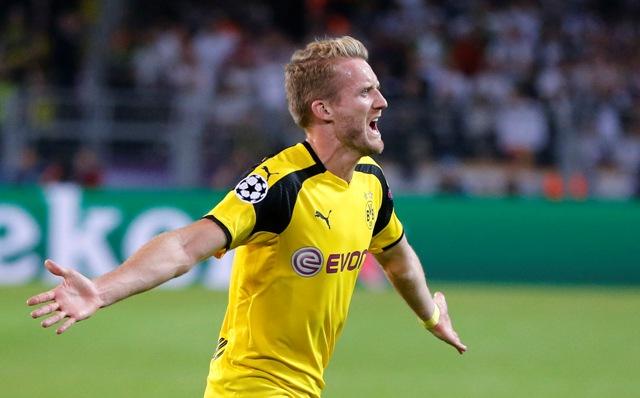 Futbalista Dortmundu Andre Schürrle sa teší po strelení gólu v zápase F-skupiny Ligy majstrov Borussia Dortmund - Real Madrid