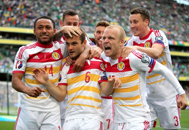Na snímke Shaun Maloney (vpredu uprostred) zo Škótska