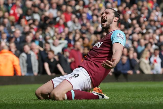 Na snímke útočník West Hamu Andy Caroll