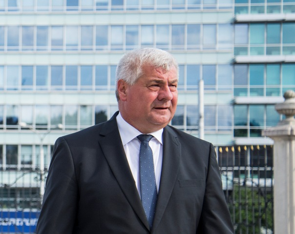 Na snímke minister dopravy, výstavby a regionálneho rozvoja SR Árpád Érsek