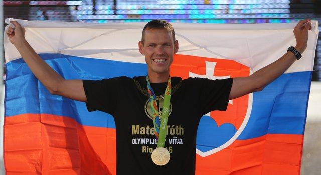 Na snímke zlatý medailista, chodec Matej Tóth