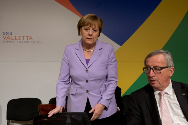 Nemecká kancelárka Angela Merkelová (vľavo) a predseda Európskej komisie Jean Claude Juncker