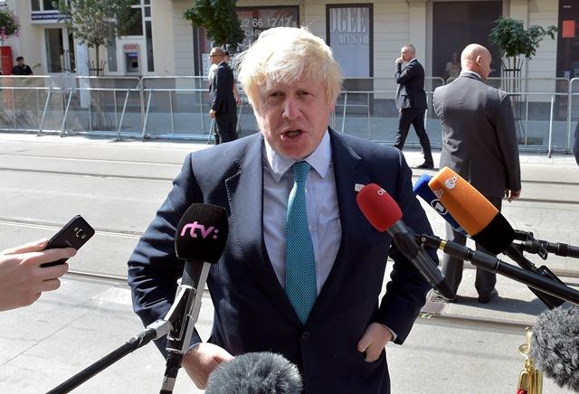 Na snímke britský minister zahraničných vecí Boris Johnson
