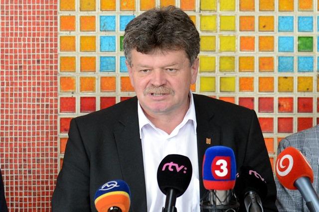 Na snímke predseda Odborového zväzu pracovníkov školstva a vedy na Slovensku Pavel Ondek