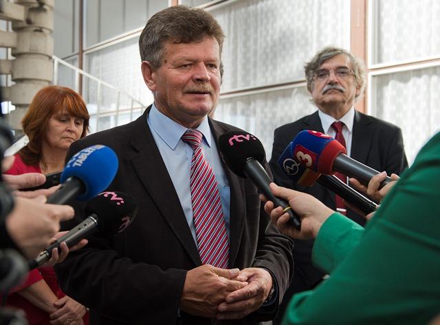 Na snímke predseda Odborového zväzu pracovníkov školstva a vedy na Slovensku (OZPŠaV) Pavel Ondek