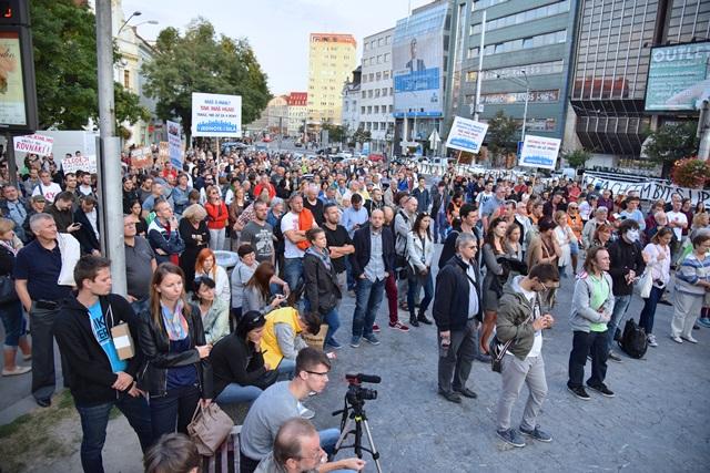 Na snímke účastníci verejného zhromaždenia občanov - Chceme lepšiu krajinu!