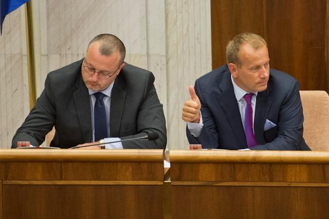 Na snímke zľava poslanci Milan Krajniak a Boris Kollár (Sme Rodina)