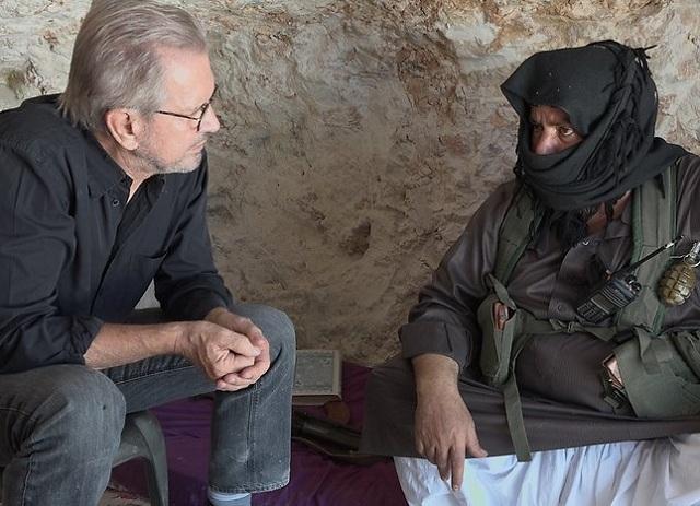 Na archívnej snímke   Jürgen Todenhöfer s Abu al-Ezzom