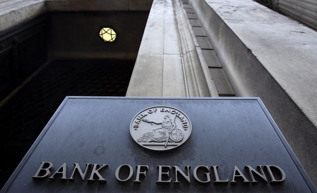 Na archívnej snímke zo  je  logo anglickej centrálnej banky  Bank of England  (BoE) v Londýne