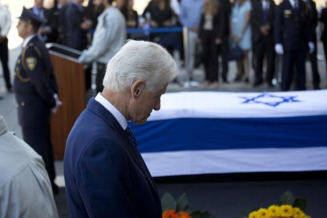 Peresovej pamiatke sa poklonil aj americký exprezident Bill Clinton