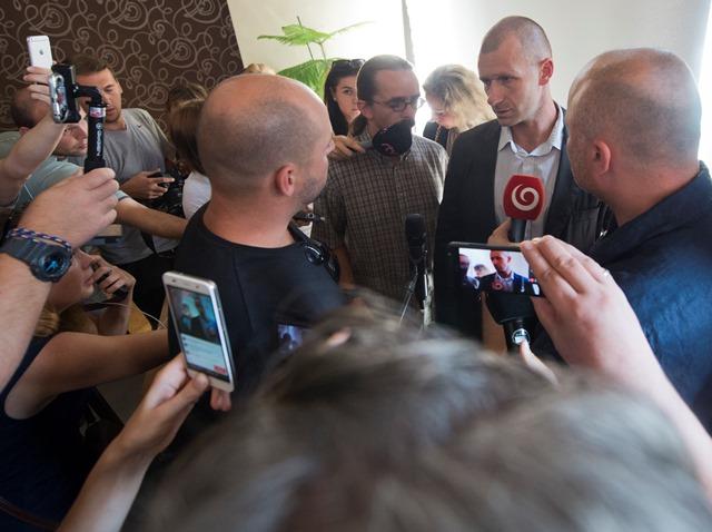 Na snímke riaditeľ galantského resocializačného zariadenia Peter Tománek (druhý vpravo)