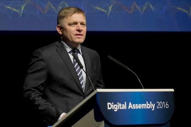 Na snímke predseda vlády SR Robert Fico hovorí počas druhého dňa konferencie Digital Assembly 2016 Bratislava
