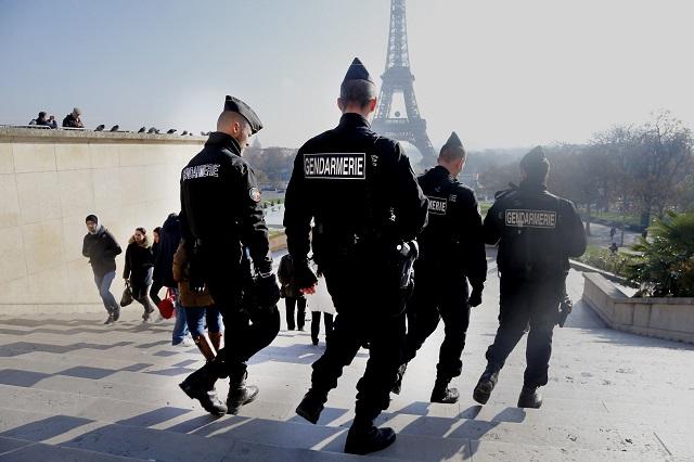 Príslušníci francúzskej polície