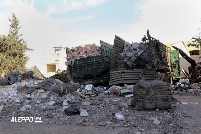 Na snímke je nákladné vozidlo s humanitárnou pomocou po leteckom útoku pri severosýrskom meste Aleppo 20. septembra 2016.  Humanitárny konvoj Sýrskeho Červeného polmesiaca sa stal v pondelok 19. septembra terčom zrejme leteckého útoku pri severosýrskom meste Aleppo. K incidentu došlo len niekoľko hodín po tom, ako vládne sily ohlásili koniec prímeria. Podľa predstaviteľov OSN, ktorých citovala agentúra AP, konvoj viezol pomoc pre 78.000 ľudí v meste Uram al-Kubra, ležiaceho približne 15 kilometrov juhozápadne od Aleppa. Útok zasiahol najmenej 18 z 31 nákladných vozidiel, ako aj sklad Červeného polmesiaca v tejto oblasti