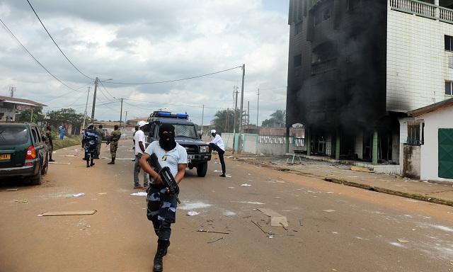 Počas mohutných povolebných nepokojov zatkli stovky výtržníkov