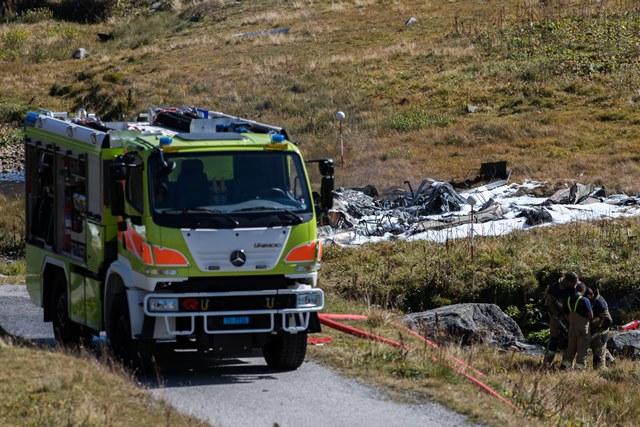 Záchranári sú pri troskách vojenského vruľníka švajčiarskej armády, ktorý sa zrútil v Airole neďaleko horského priesmyku Gotthard v Alpách na juhu Švajčiarska