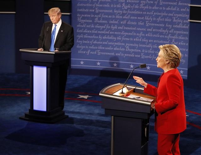 Trump a Clintonová sa stretli v prvom televíznom dueli, začali ekonomikou
