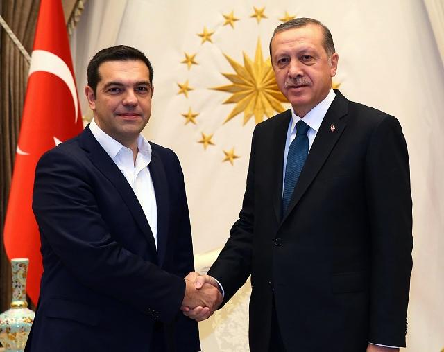 Grécky premiér Alexis Tsipras (vľavo) a turecký prezident Recep Tayyip Erdogan