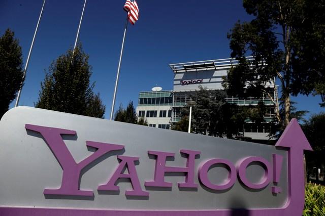 Na snímke pohľad na nápis Yahoo pred sídlom spoločnosti v Sunnyvale