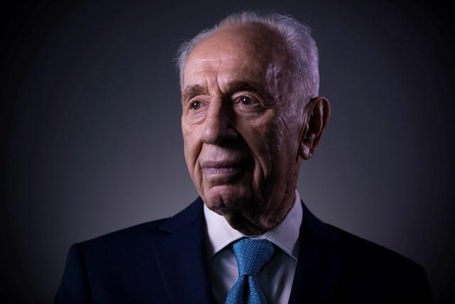 Na snímke Šimon Peres
