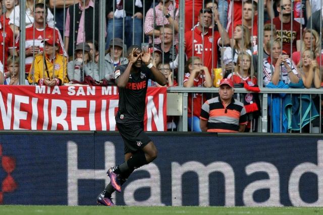 Na snímke hráč Kolína Anthony Modeste oslavuje vyrovnávajúci gól v zápase 6. kola nemeckej Bundesligy FC Bayern Mníchov - 1. FC Kolín