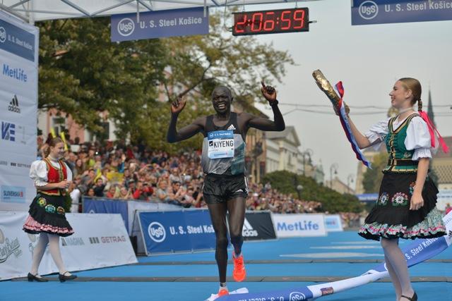 Na snímke víťaz MMM Keňan David Kiyeng