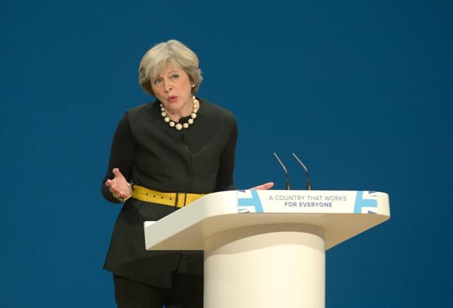 Britská premiérka Theresa Mayová počas prejavu na zjazde Konzervatívnej strany v Birminghame
