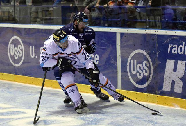 Na snímke vľavo hráč Košíc Ladislav Nagy, vpravo hráč MHC Martin Jere Pulli v zápase 9. kola hokejovej Tipsport Ligy HC Košice - MHC Martin