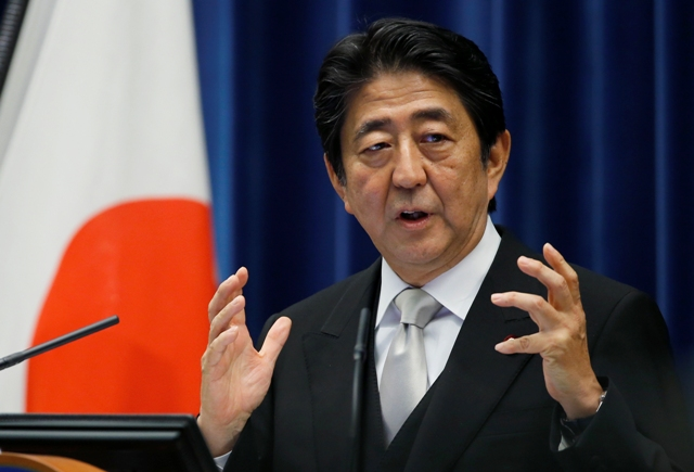 Na snímke japonský premiér Šinzó Abe