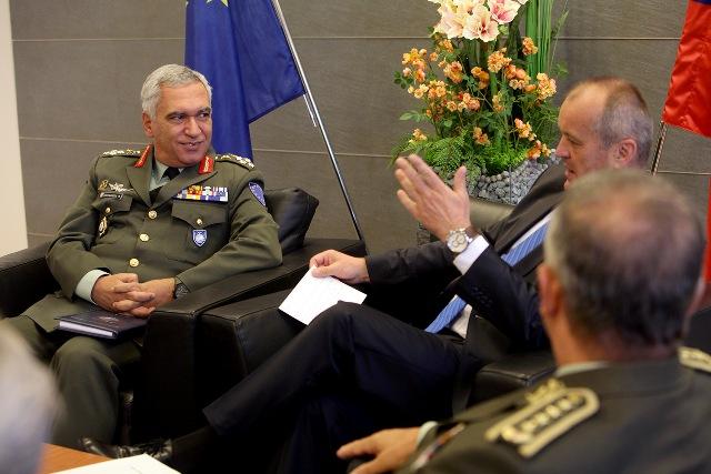 Minister obrany Peter Gajdoš (na snímke druhý zľava) rokoval s predsedom Vojenského výboru EÚ generálom Kostarakosom