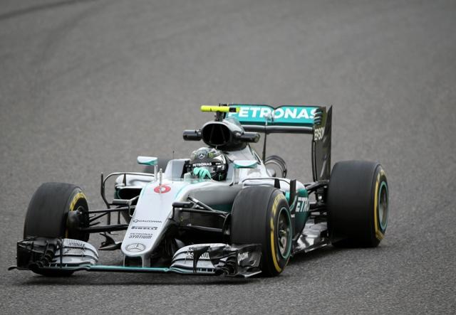 Na snímke líder šampionátu F1 Nico Rosberg (Mercedes) bol najrýchlejší aj v druhom meranom tréningu pred Veľkou cenou Japonska