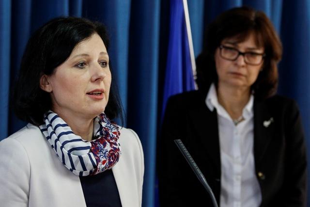Na snímke podpredsedníčka vlády a ministerka spravodlivosti SR Lucia Žitňanská (vpravo) a eurokomisárka pre spravodlivosť, spotrebiteľské otázky a rodovú rovnosť Věra Jourová (vľavo)