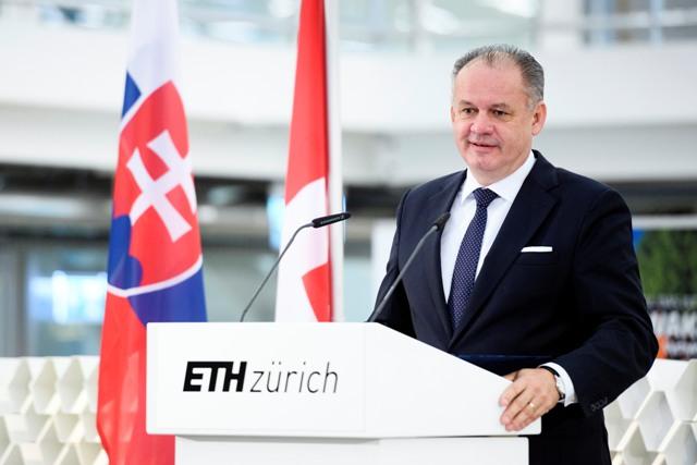 Slovenský prezident Andrej Kiska reční počas návštevy slovenskej delegácie na univerzite ETH