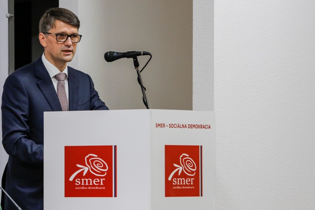 Na snímke podpredseda vládnej strany Smer-SD a minister kultúry Marek Maďarič reční počas druhej časti Programovej konferencie Smeru-SD