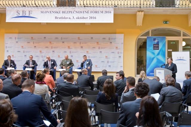 Snímka z podujatia Slovenské bezpečnostné fórum 2016 v Univerzitnej knižnici v Bratislave, 3. októbra 2016