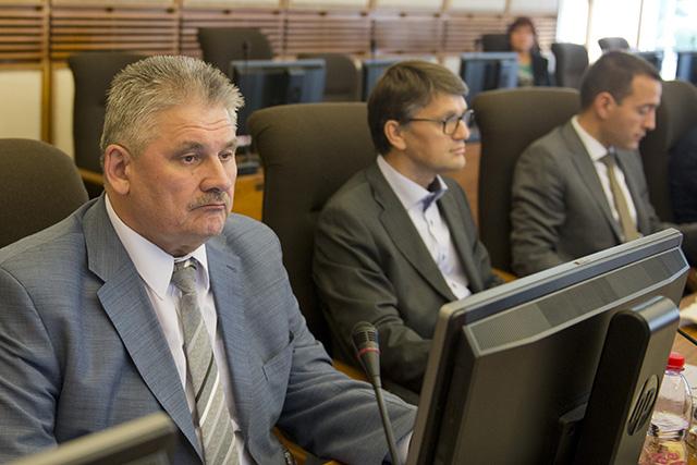 Na snímke zľava minister práce, sociálnych vecí a rodiny SR Ján Richter, minister kultúry SR Marek Maďarič a minister zdravotníctva SR Tomáš Drucker. Ilustračné foto