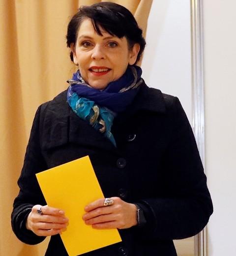 Na snímke birgitta Jonsdottirová z Pirátskej strany počas predčasných parlametných volieb v  Reykjavíku