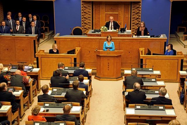 Na snímke uprostred nová estónska prezidentka Kersti Kaljulaidová