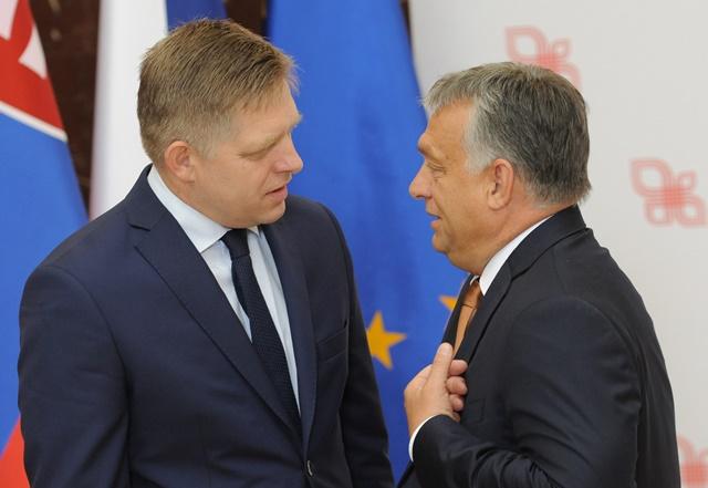 Na snímke slovenský premiér Robert Fico a maďarský premiér Viktor Orbán