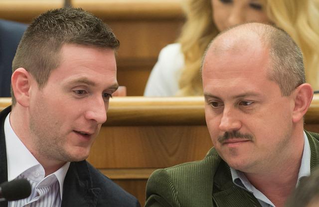 Na snímke zľava poslanci NRSR Milan Uhrík a vpravo Marian Kotleba (obaja ĽSNS)