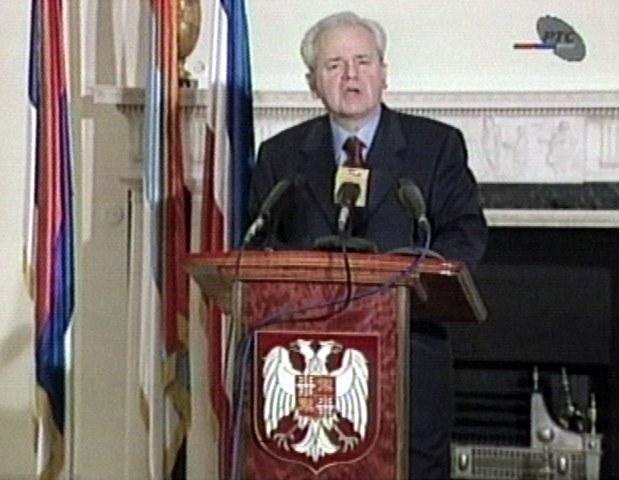 Na snímke z televízie Slobodan Miloševič