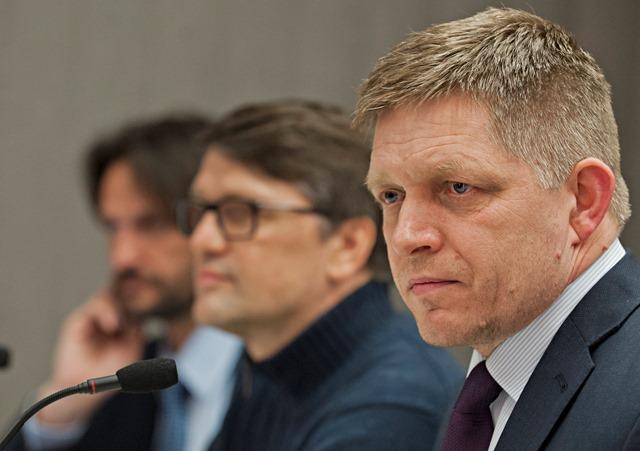 Na snímke zľava podpredseda strany Robert Kaliňák, podpredseda strany Marek Maďarič a predseda strany Robert Fico