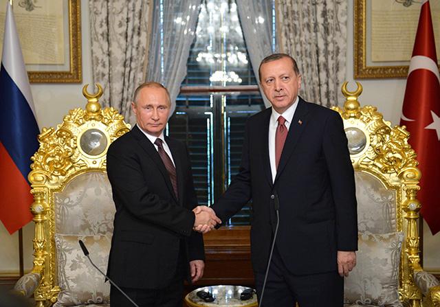 Turecký prezident Recep Tayyip Erdogan (vpravo) a ruský prezident Vladimir Putin