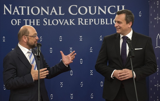 Na snímke vpravo predseda NRSR Andrej Danko a vľavo predseda Európskeho parlamentu Martin Schulz
