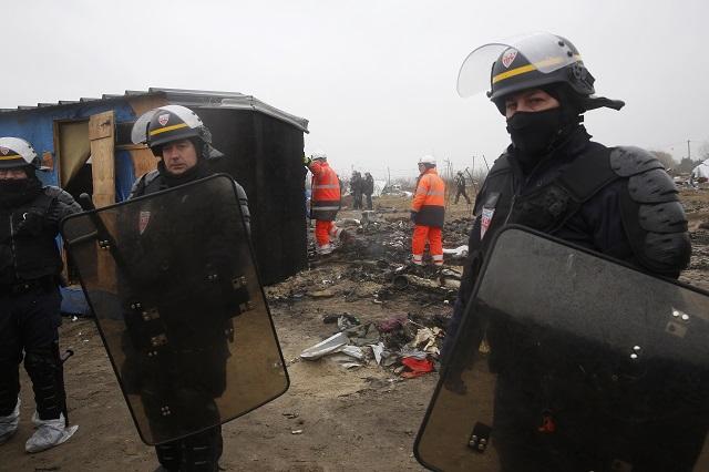 Francúzske orgány začali s likvidáciu utečeneckého tábora v Calais