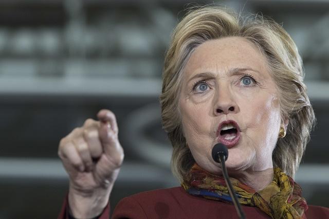 Na snímke Hillary Clintonová na predvolebnom mítingu 22. októbra vo Filadelfii